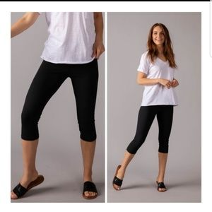Black Capri Leggings Agnes & Dora